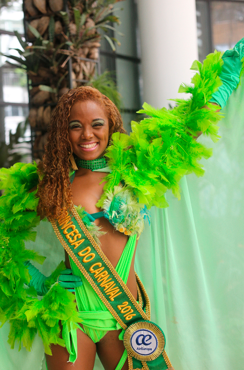 Princesa do Carnaval de Salvador é dançarina no videoclipe da música Metralhadora