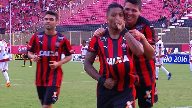 Vitória estreia com goleada no baianão