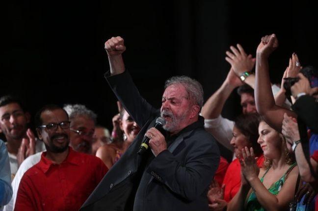 Lula faz da festa do PT um palco de molecagens