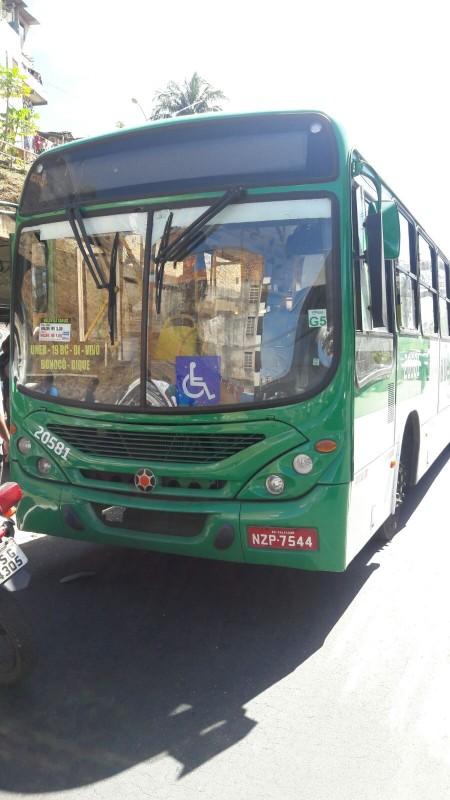 Adolescente é morto e policial baleado durante assalto a ônibus na Bonocô
