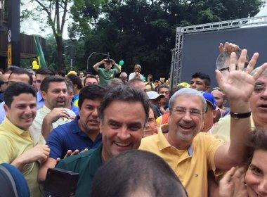 Aos gritos de 'ladrão' e 'corrupto', Alckmin e Aécio são expulsos de manifestação