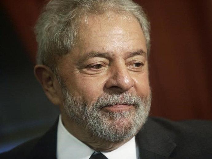 Lula é levado pela Polícia Federal para depor na 24ª fase da Lava Jato