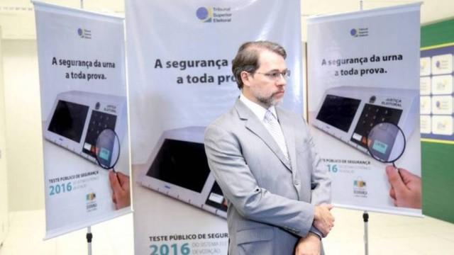 Teste do TSE em urnas eletrônicas detecta risco de troca no número de votos de candidatos