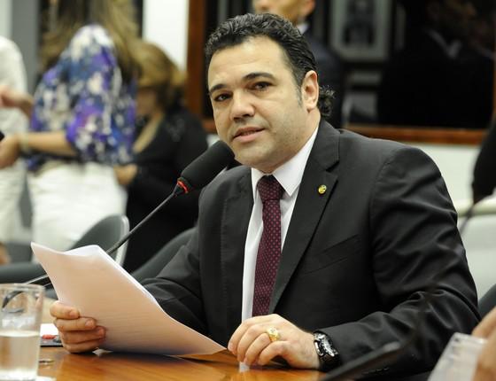 Marco Feliciano consegue assinaturas para CPI da UNE