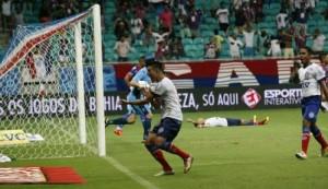 Bahia vence o Paraná e fica a três pontos do G-4