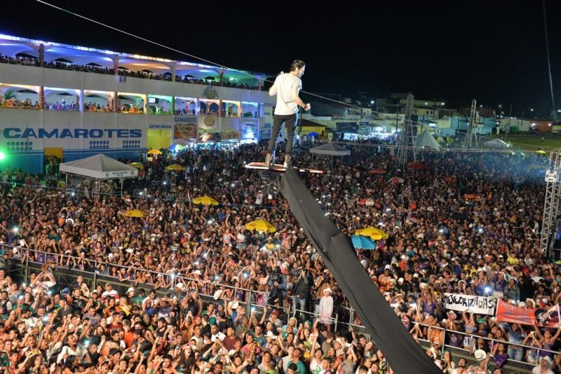 Wesley Safadão e Luan Santana esquentam último dia da Vaquejada em Serrinha