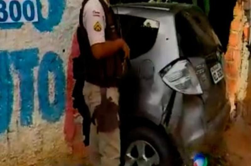 Perseguição policial termina com dois suspeitos baleados na Estrada Velha
