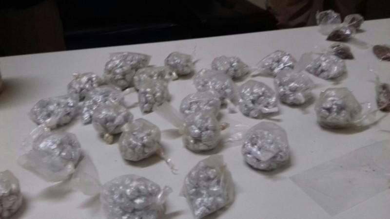 Dois homens são presos por tráfico de drogas em Paripe