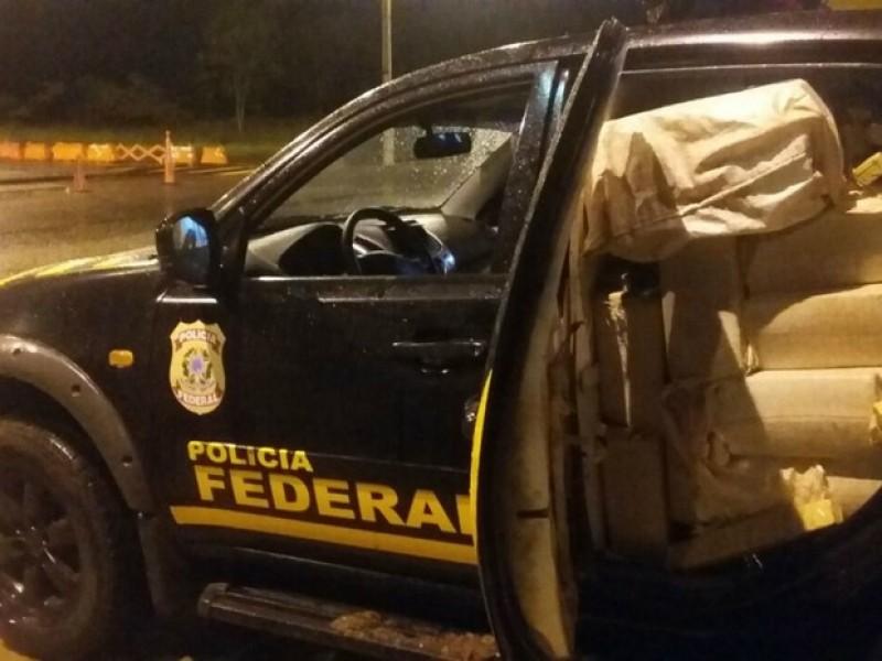 Falsa viatura da Polícia Federal é apreendida com 744 kg de maconha