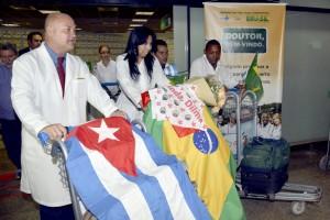 """Ministério substituirá 1.000 cubanos por brasileiros no """"Mais Médicos"""""""