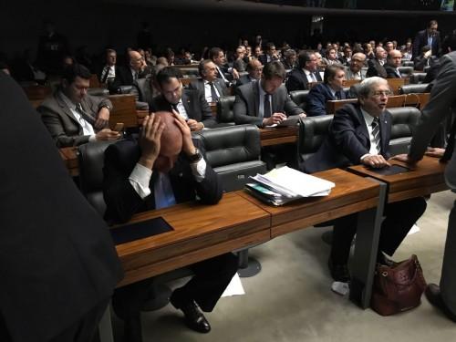 Câmara aprova intimidação à Lava Jato com espetáculo de cinismo e desfaçatez dos deputados