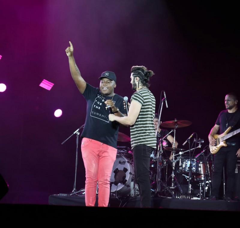 Vídeo: Luan e Escandurras cantam Me Libera Nega e público vai à loucura