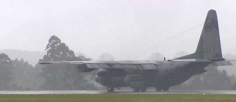 Avião com corpos de vítimas do voo da Chapecoense chega a Chapecó