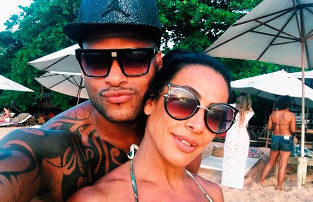 Scheila Carvalho fala sobre intimidade com Tony Salles