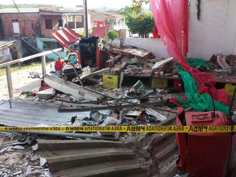 Candeias: Bandidos explodem caixa eletrônico em Passagem dos Teixeiras