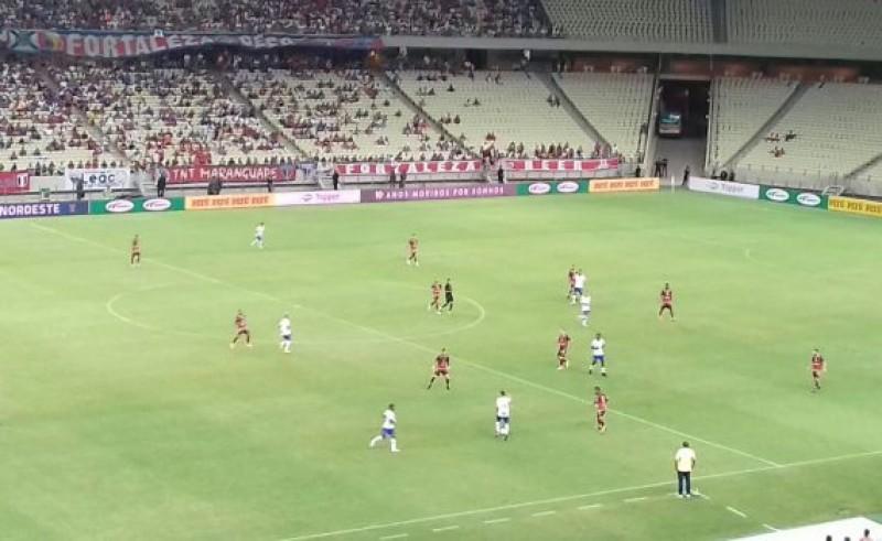 Com um expulso, Bahia segura empate com o Fortaleza