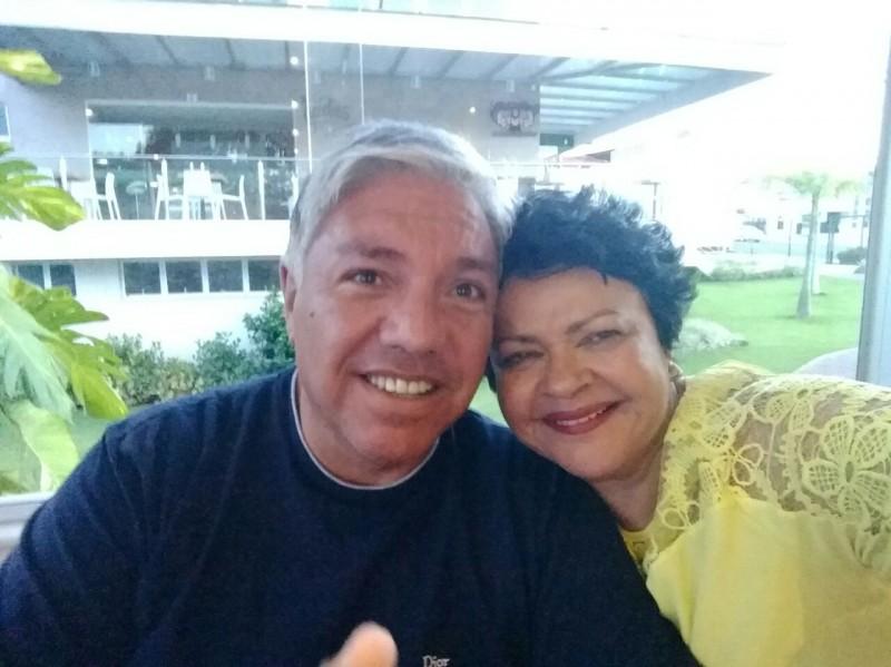 Deputada Luiza Maia aparece em foto romântica com ex-marido de Gretchen